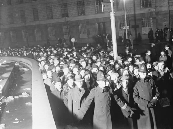 The all night queue for lying in state of King George V at Westminster Hall, at Lambeth Bridge   23 January 1936 History of London - Vauxhall / Lambeth