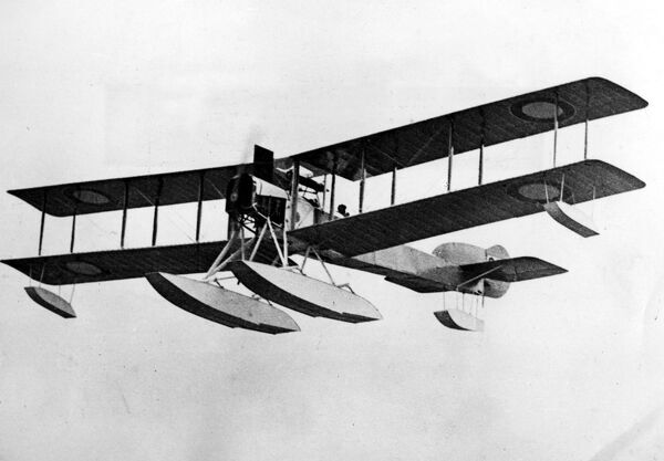 The British Sopwith patrol seaplane with the 225 hp Sunbeam engine .  1914
