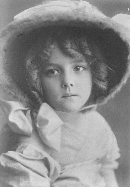 Child model who earns ? 1300 a year.  Mlle Guigo, a child model, who earns ? 1300 a year in the studios of Paris.  1922