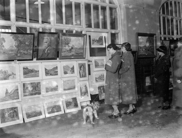 Evelyn Oliver 's exhibition of paintings in Sidcup, Kent.  1936