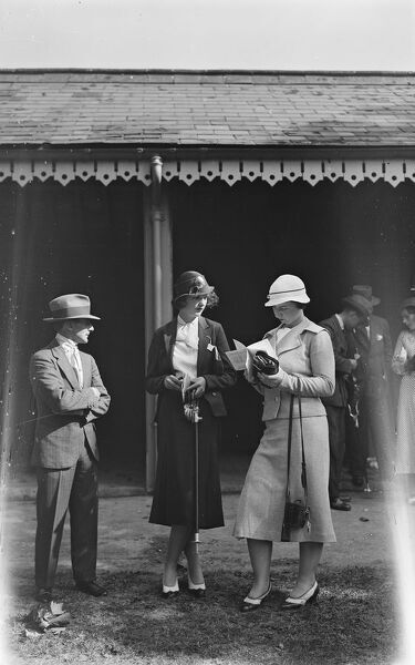 At Gatwick   Miss T Carey ( Centre )  9 September 1933