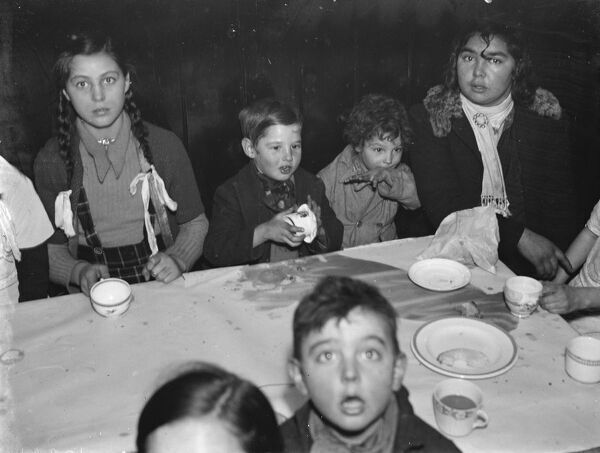 Gypsies childrens party , St Mary Cray .  19 January 1939 Travellers Romany Gypsy Gipsy gypsies Roma. social history