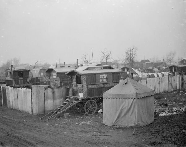 Gypsy caravans and tents on Belvedere Marshes, Kent .  1936 Travellers Romany Gypsy Gipsy gypsies Roma. social history