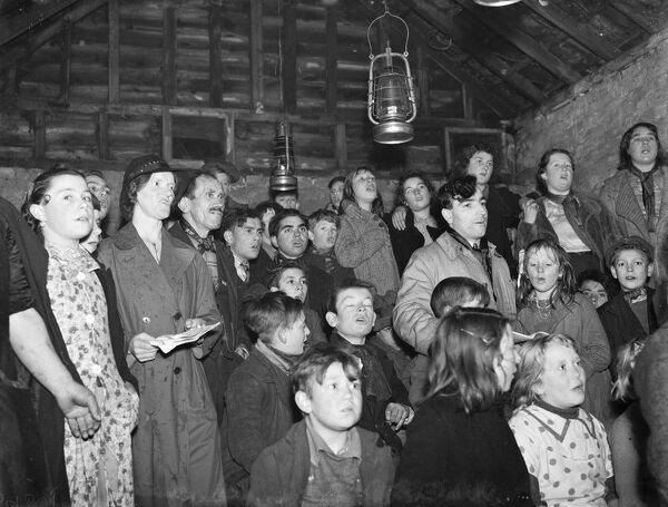 Gypsy children 's Sunday school in the cow shed in St Mary Cray .  1939 Travellers Romany Gypsy Gipsy gypsies Roma. social history