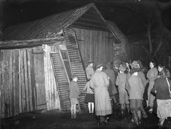 Gypsy children ' s Sunday school waiting outside the cow shed in St Mary Cray .  1939 Travellers Romany Gypsy Gipsy gypsies Roma. social history