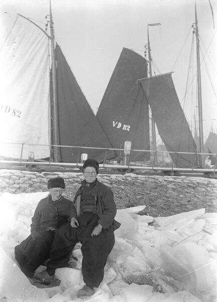 Holland Ice Bound  Telegrams from Holland state a hard frost and fierce cold prevail and all the canals are frozen  Two Dutch mariners held up in Holland ' s frozen harbours  1921