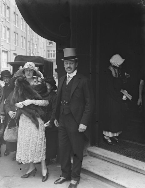 Lord Dalmeny 's wedding  Lord Dalmeny, the Earl of Rosebery 's heir, and Eva Lady Belper leaving Princes Row Register Office after their wedding   24 June 1924