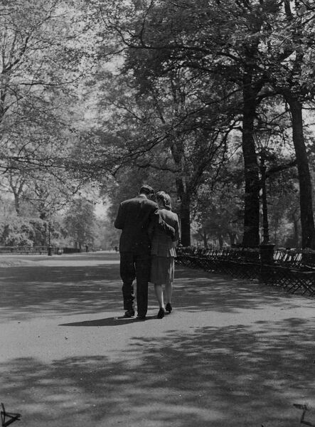 Lovers in Hyde Park  May 1947 love couple romance romantic for valentines day be my valentine