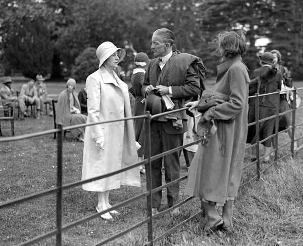 National Flying Services Parliamentary Garden Party at Hanworth.  Lady Swaythling, Commander O. Locker-Lampson, Miss Delphine Reynolds ( daughter of Sir James Reynolds ).  1931