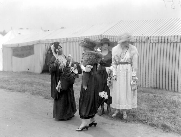 Royal Ascot. Gipsies busy amongst the Society women.  16 June 1920