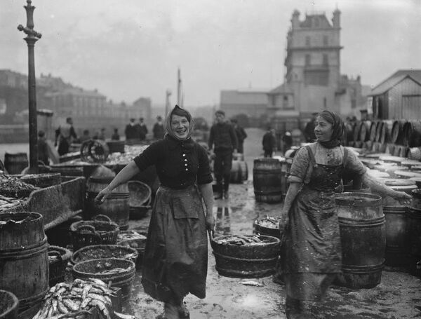 Scotch lassies engaged in curing kippers at Douglas , on the Isle of Man   September 1916 Fish where the fish are!