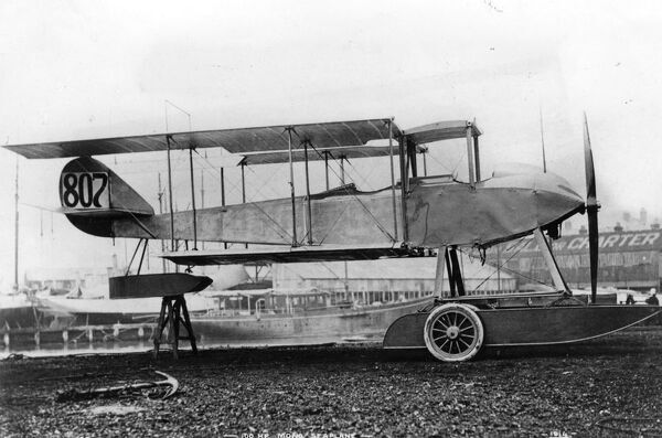 Sopwith folding - wing , two - seater seaplane with a 100 hp Gnome Monosoupape engine .  1914