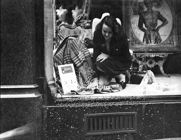 The swarm of bees which caused considerable excitement in Bond Street for several days, returned to the well-known shopping centre today and took great interest in a fashion display on show in the shop of Messrs. Wetherall.   17 July 1947