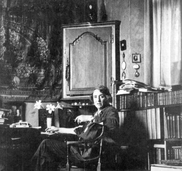 Vita Sackville West Bloomsbury Group, who were radical artists for their time and centred their lives largely at Charleston in Firle, Sussex