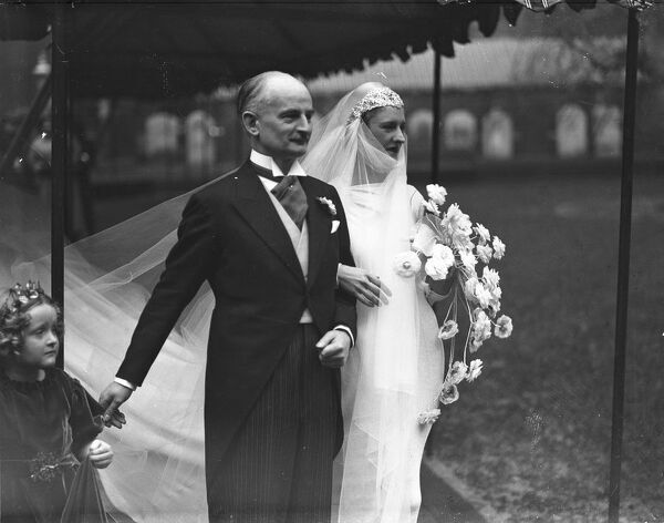 Wedding of Mr Frederick and Miss Margot Scott.  7 January 1936