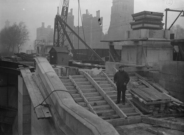 Work progresses on Lambeth Bridge .   A view of the progress of the work on Lambeth Bridge , London , which is fast nearing completion .   2 February 1932