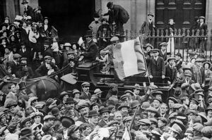 1916 prisoners return to Dublin 1917 Topfoto stills library picture library stock