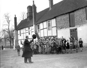 1940s Britain. Young evacuees from Greenwich say goodbye to their mayor when arriving