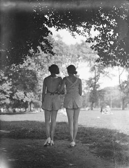 Bare backs in the park. Hyde Park, accustomed to an infinite variety of fashions