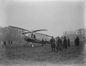Bird flight copied. The autogiro demonstrated at Farnborough. A view of the machine