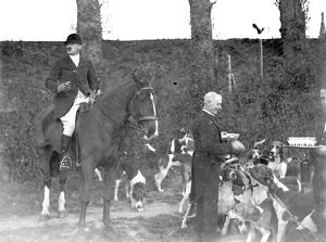 Captain Crawford with the Royal Artillery (RA) Drag hunt at Green St Green, Kent. 1934