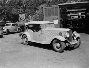 Cars outside the Western Motor Works garage in Chislehurst, Kent. <br> 1939