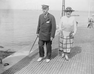 Cowes week opens Mrs Bennett Hasset and Lord Dunraven 1 August 1921