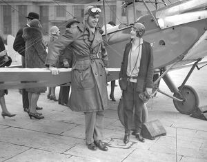 1920s/air flying machines/croydon aerodrome mrs spencer cleaver pilot captain