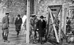 Easter rising , Dublin The Prime Minister Herbert Asquith leaving the barbed-wire