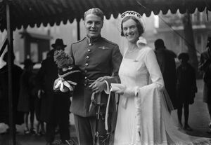 Famous flying officer weds. H F G Southey and Miss Joan Davies at St Paul 's