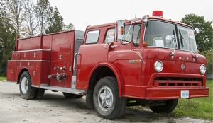 Ford 900 rigid fire truck, for sale, at the side of the highway between Collingwood