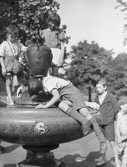 Getting Rid Of A Heat Wave Thirst Photo shows : A fountain in Kennington Park Quenches