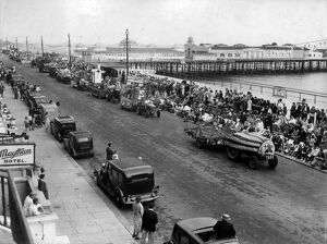 Hastings Front and pier. Crowds out watching the carnival floats. June 1949