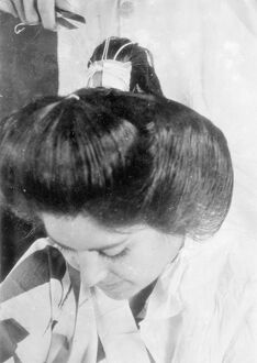 Japanese girls submit to 2 hours agony for alluring coiffure. Few people who admire