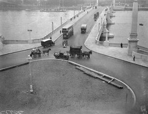Lambeth Bridge . 1932