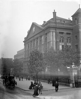London scenes. The Royal London Hospital in Whitechapel. Early 1900s