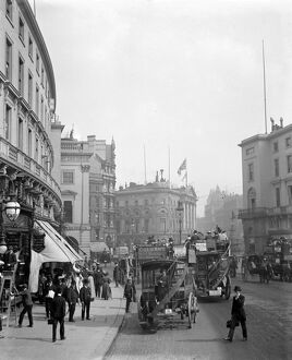 London street scene. From a busy Regent Street, looking towards Piccadilly Circus