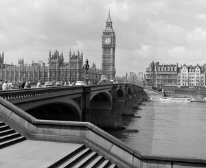 london life/looking westminster bridge river thames big ben
