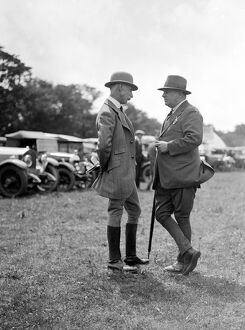 Major Evans, M. F. H. ( right ) at Goodwood Racecourse. 1927