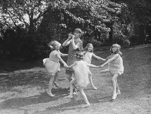 Miss Italia Conti ' s pupils dancing for the officers garden fete 23 July 1920