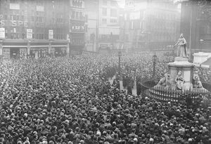 Panorama. Armistice Day. The scene outside St Paul 's during the two minutes silence