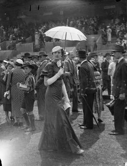 Parasols and fashions at Hurlingham. Two fashionable women spectators at Hurlingham