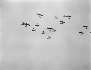 1920s/air flying machines/practising thrills great air pageant flights british