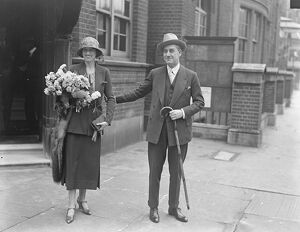 Saturday 's interesting stage wedding. Mr Leslie Faber was married to Miss Gladys