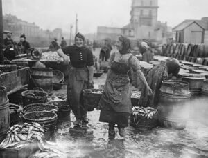 Scotch lassies engaged in curing kippers at Douglas , on the Isle of Man September