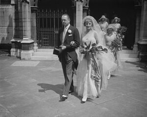 Shipping Magnate ' s heir weds. Hon A M Weir and Miss Iris B Vincent, at St Margaret