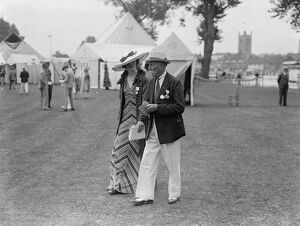 Striking fashion at Henley Royal regatta. Photo shows, Mrs Allan Kennedy in a