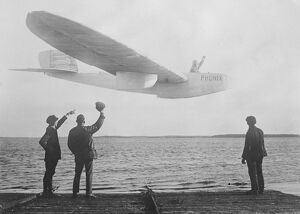 Successful Flight of Motorless Seaplane The German Phoenix seaplane glider on its