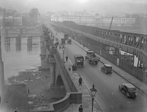 Waterloo Bridge , London . 1932