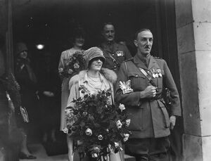 Wedding. Capt G Creffield and Miss C E Temple leaving St George 's, Hanover Square